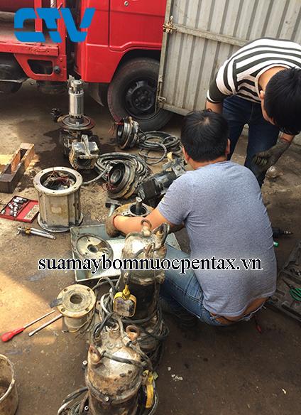 Sửa máy bơm chìm nước thải khi bị hỏng phớt bơm
